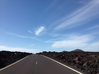 on the Road - durch Lavagestein Lanzarote