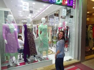 Shopping Pakistanische Gewänder in Dubai
