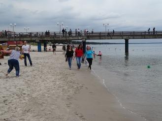 Strandspaziergang an der Ostsee Nannette Neubauer und Praktikanten