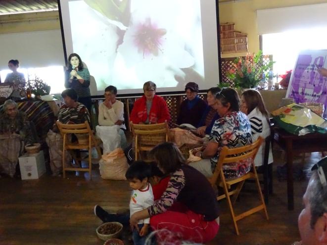 Tradition: Mandeln knacken - La Palma Kanarische Inseln
