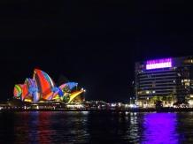Bootstour - Sydney Harbour - Sydney Opera in Vivid Festival Look