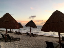 Hotelstrand bei Sonnenaufgang - Mexiko