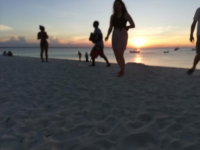 Strandaktivitäten am Kendwa Beach